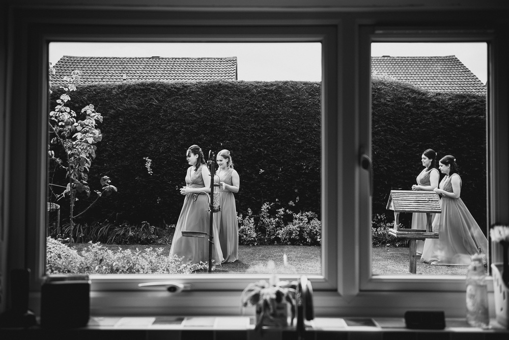 reportage wedding photography of bridesmaids