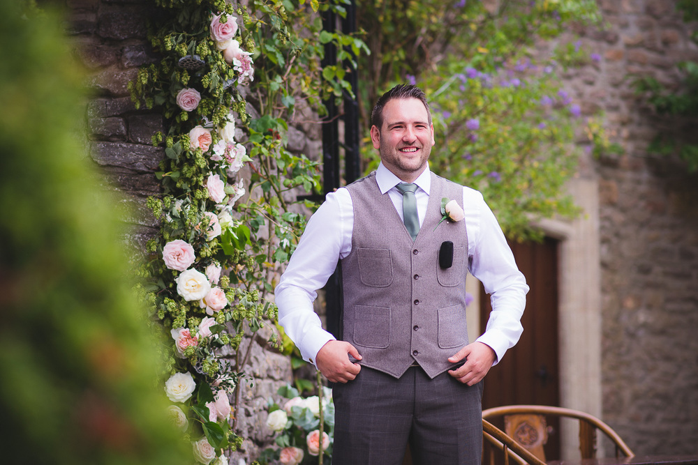 groom-with-waist-coat-and-tie-ideas.jpg