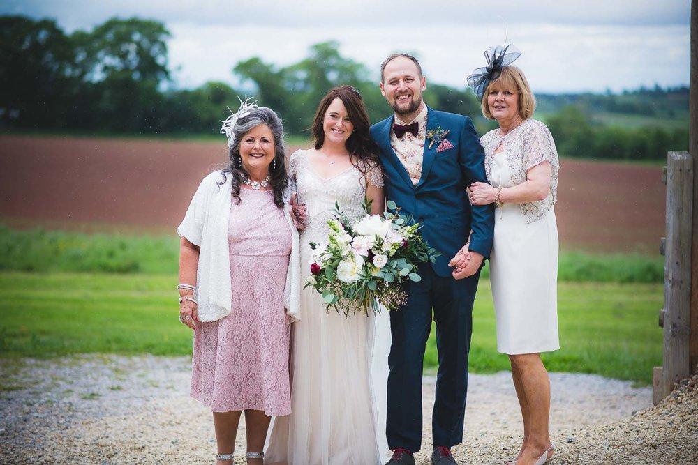 huntstile-organic-farm-wedding-photography-7.jpg