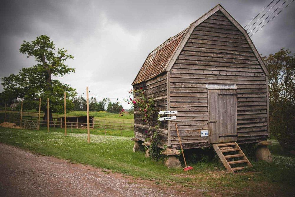 huntstile-organic-farm-wedding-photography-10.jpg
