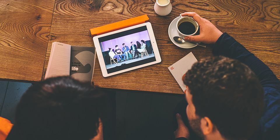 Kouluttaudu   Voit katsoa netistä koulutusvideoita, joissa vastataan yleisimpiin kysymyksiin  ruoasta, tunnelmasta, markkinoinnista ja käytännön asioista liittyen Alfaan.  Luo tunnukset Alpha Builderissa ja rekisteröi Alfasi siellä katsoaksesi videot -  tai lataa Alpha Basics -dokumentti oppiaksesi miten Alfa järjestetään.   Lataa Alpha Basics (englanniksi) >    Siirry Alpha Builderiin >