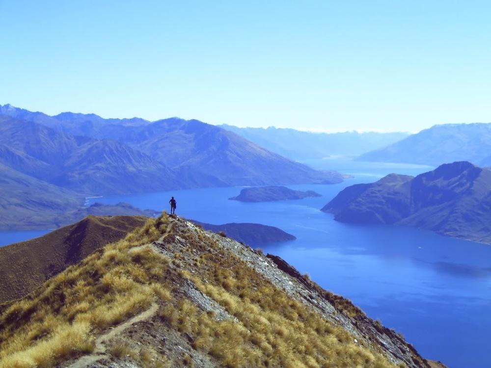 De wereldreis, samen met mijn broer, zorgde ervoor dat ik deze ziekte heb overwonnen. Boven op de berg in Nieuw Zeeland voelde ik me eindelijk weer vrij: De wereld aan mijn voeten!