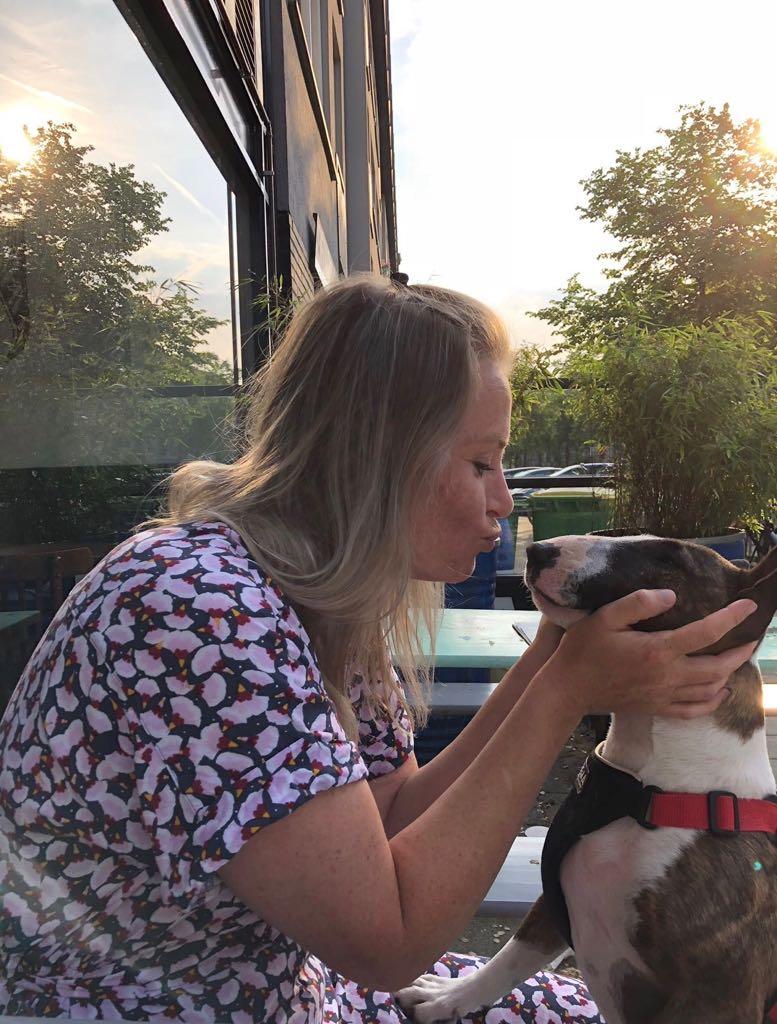 Carolien en haar hondje Boris