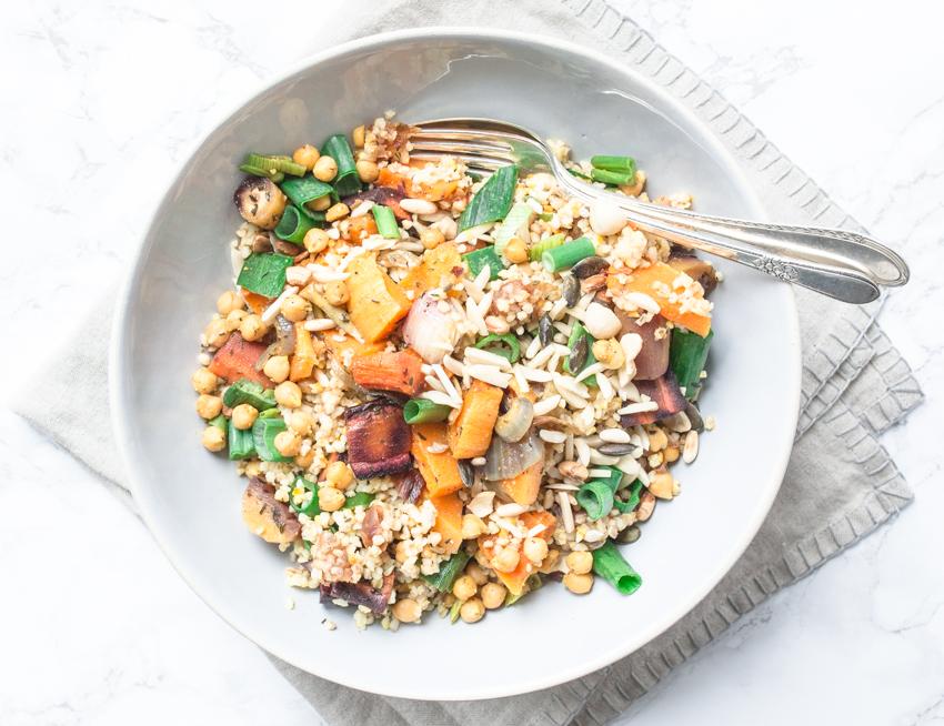 Bulgur Salat mit Ofengemüse und Baharat