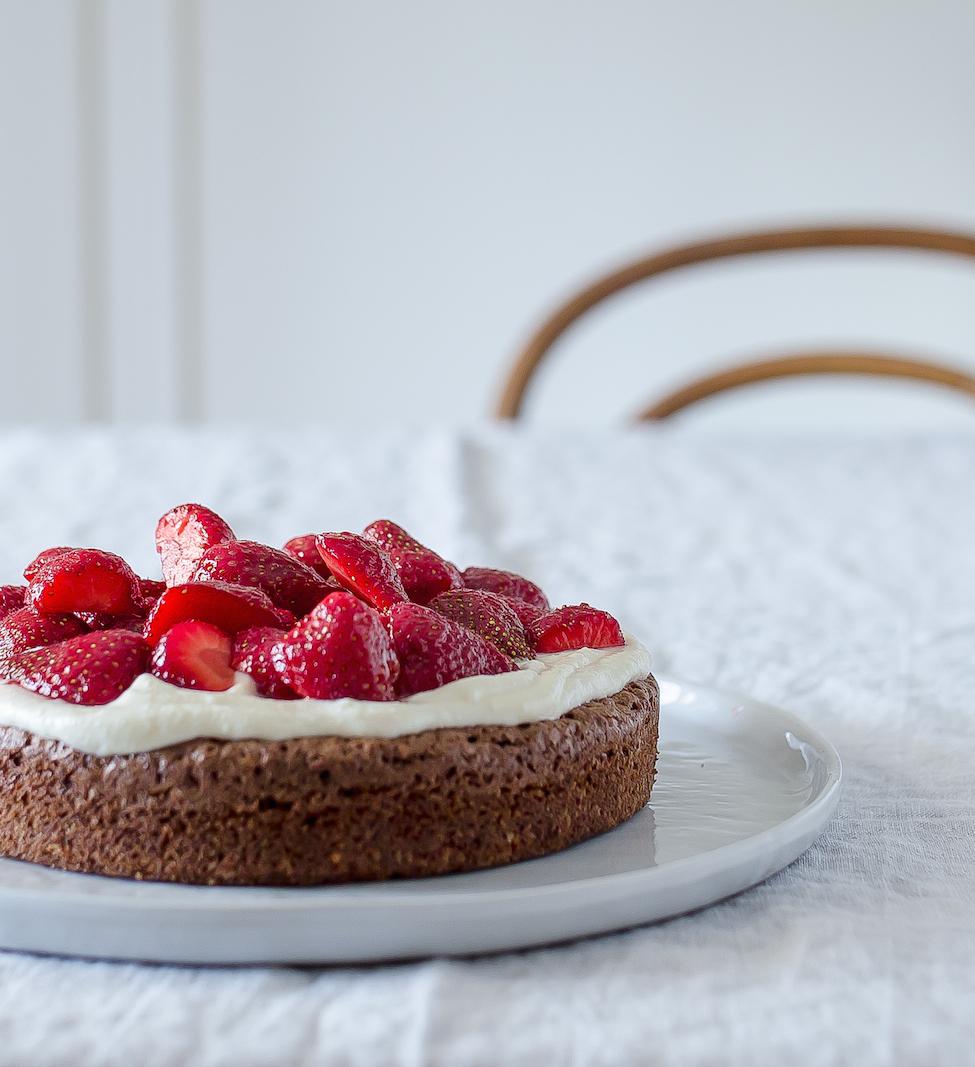 Schokoladekuchen_mit_Erdbeeren