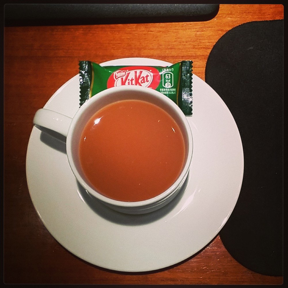 Irish Breakfast tea with a green tea kit kat bar