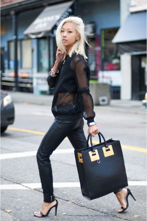 We love this statement piece- the large tote, for its rarified appeal, roomy interior and daring hardware.