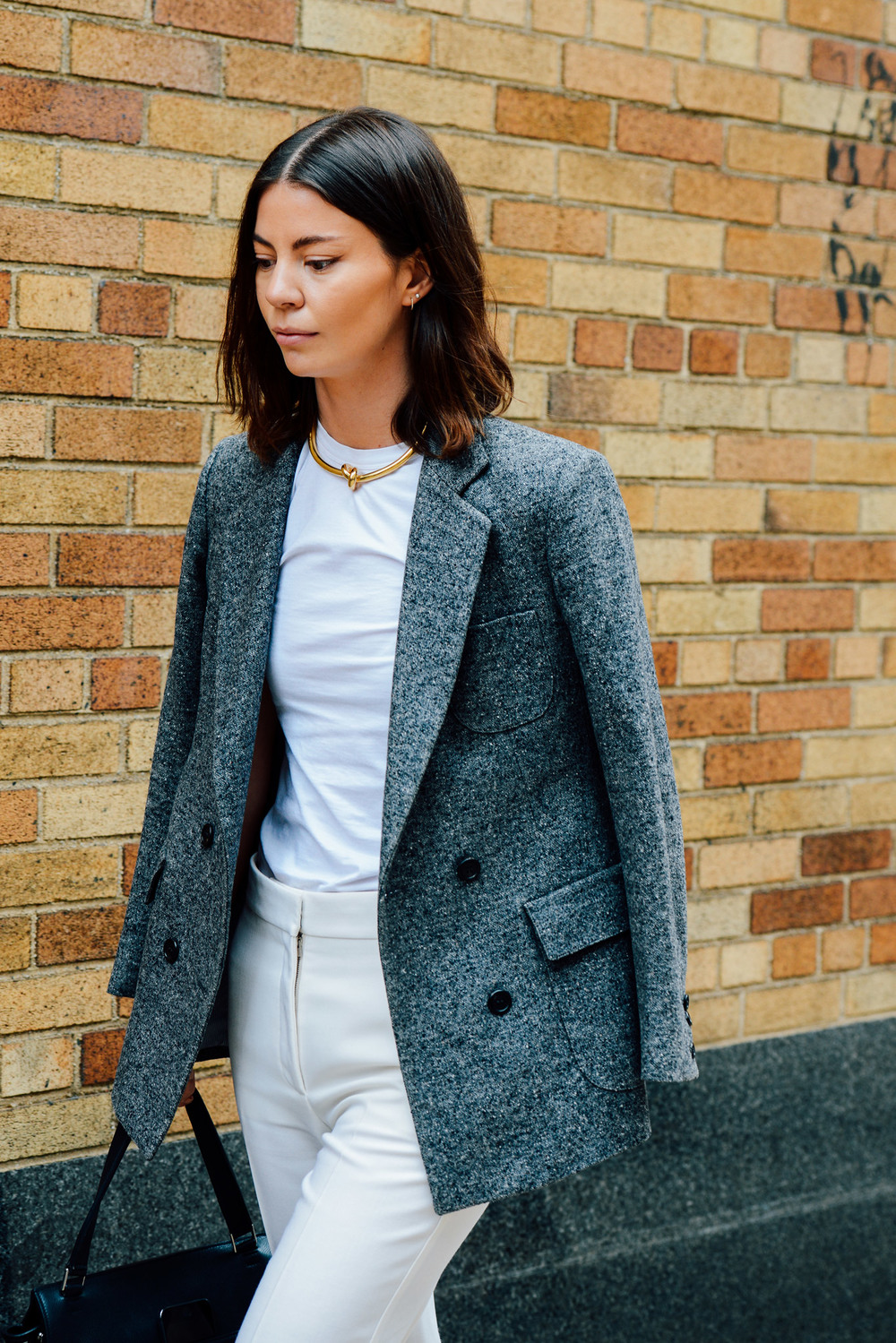 Simple separates + statement coat thrown over the shoulders = beyond chic.