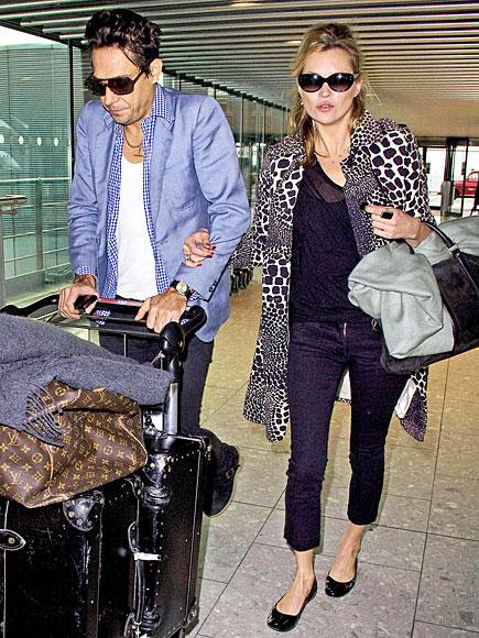 Miranda Kerr Airport Style.jpg