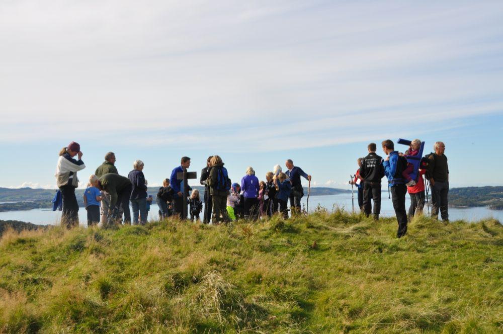 Arkivfoto frå toppturane i 2013. Her er ein del av deltakarane på Peråsen.