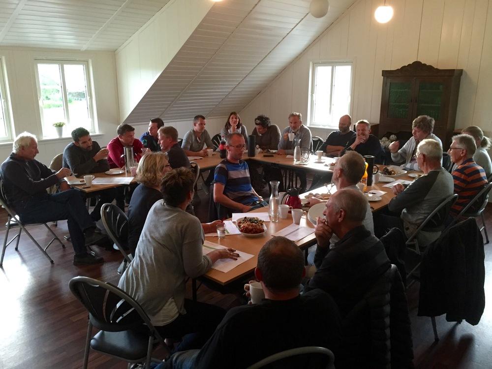 Denne gjengen var tysdag samla hjå Kathrine og Kristoffer Østhus for å planleggja visningsdagen som skal vera på Fogn 27. august.