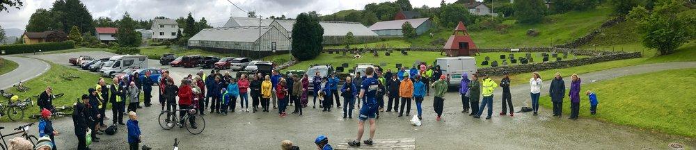 Mange folk var samla i målområdet etter avslutninga av Tour de Fogn 2017!