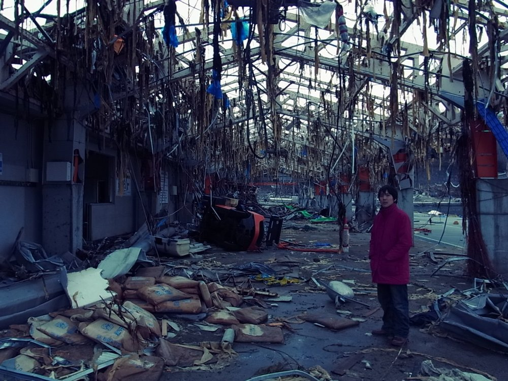 - This tsunami literally shook Japan. Over 400,000 houses were destroyed and 18,000 people were killed.It was devastating. Initially, there were many volunteers, but as time went on, the people were forgotten.