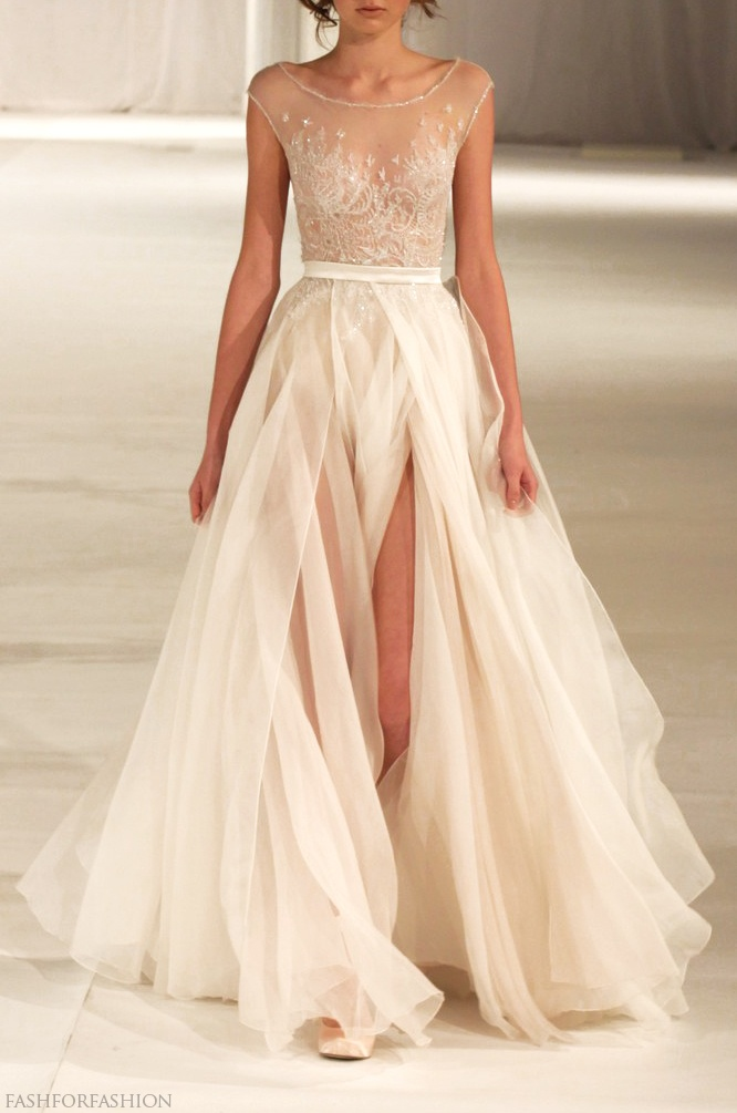 Gorgeous gown! What an amazing wedding dress.