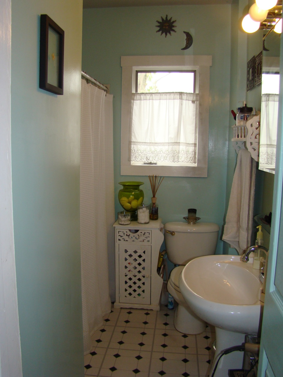 I really wished I had a before picture of the smallest bathroom alive.  It used to be sponge painted macaroni yellow and turquoise. YIKES.