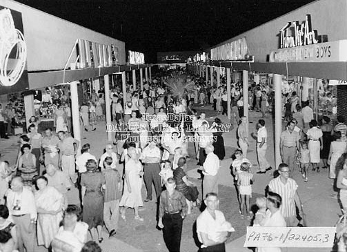 Lochwood Village Shopping Center: Opening Night, 1957 (Courtesy of Dallas Public Library Texas/Dallas History Division)