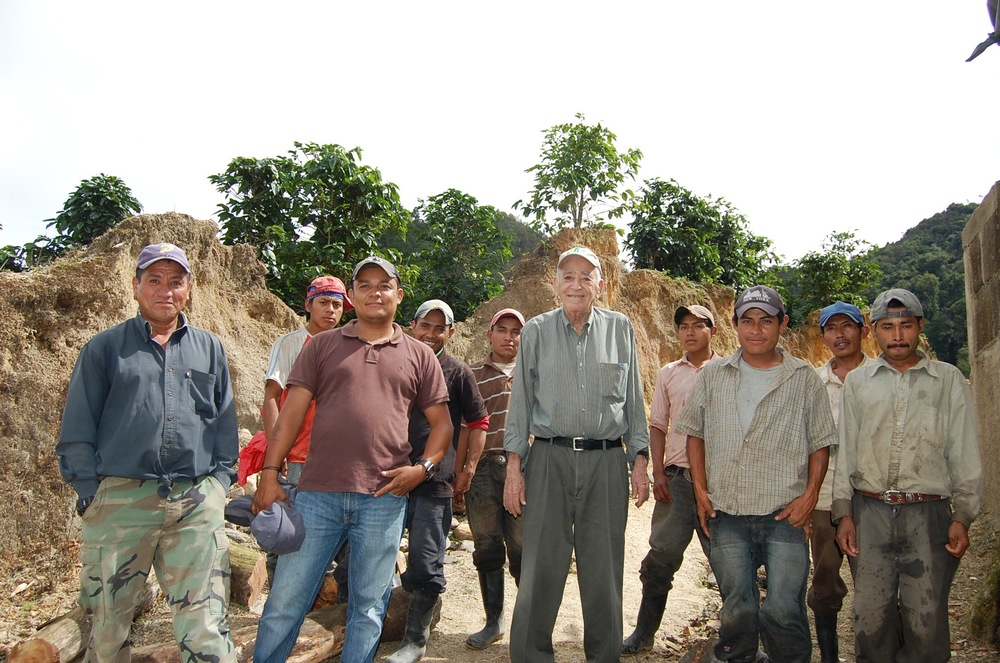 Don Rene with the team ready to start the harvest at Finca Los Congos