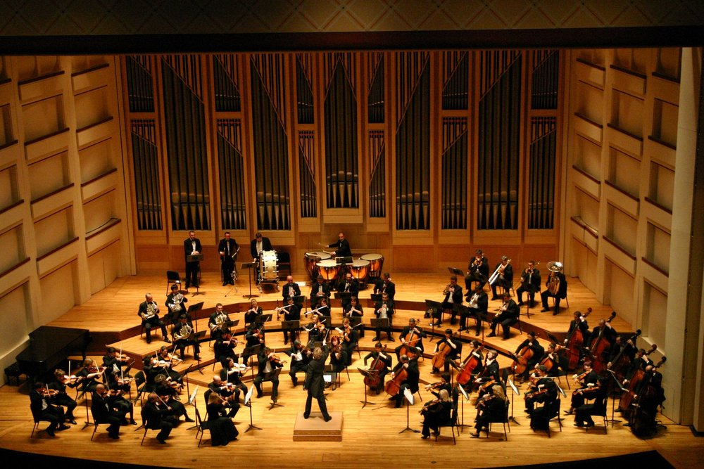 Dublin_Philharmonic_Orchestra_performing_Tchaikovsky's_Symphony_No_4_in_Charlotte,_North_Carolina.jpg