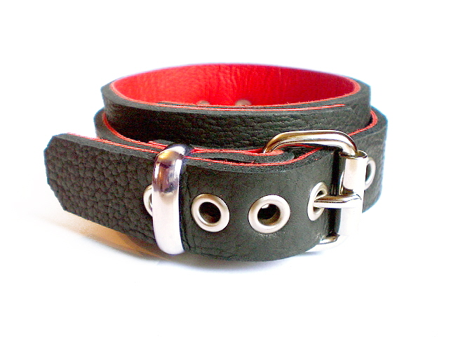 standard buckle - black bison w/red