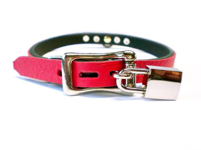 lockable buckle w/padlock in fire red