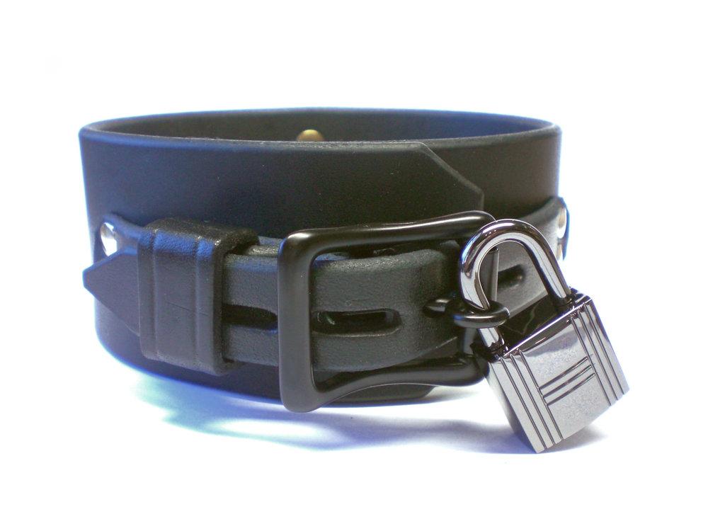 black lockable buckle - leather keeper (gun metal padlock)
