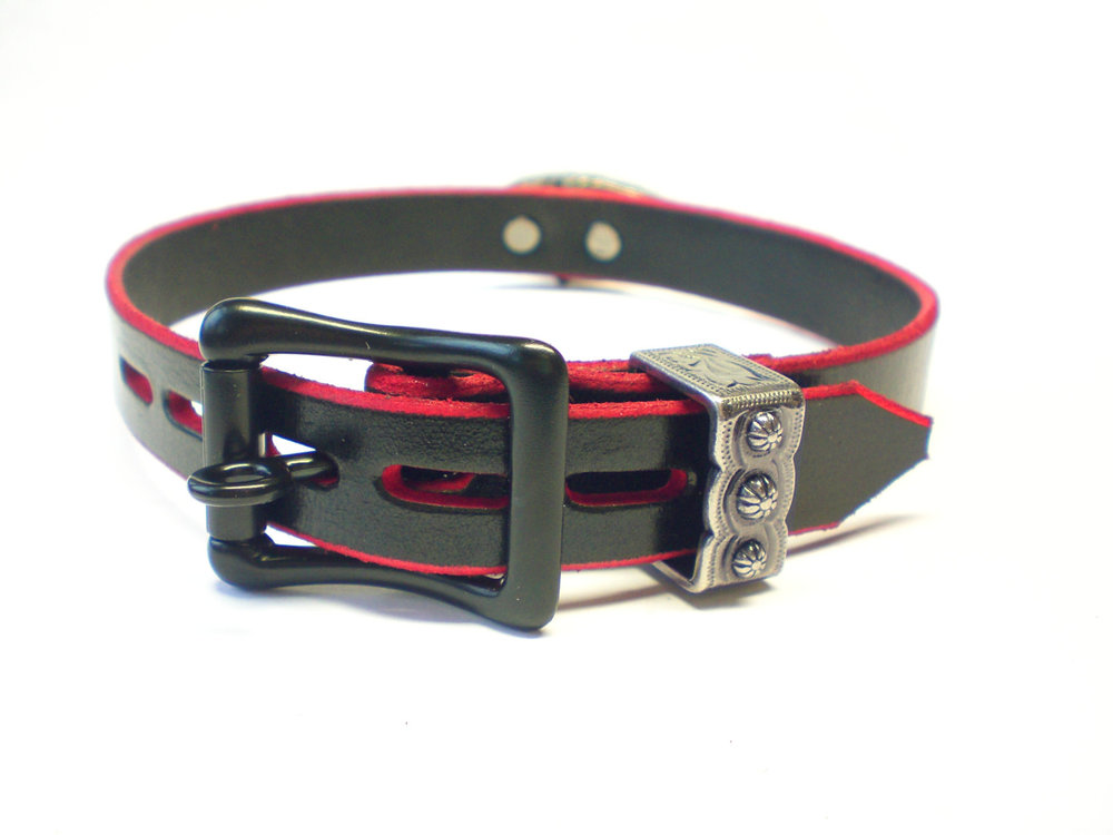 buckle view shown in Black w/Red Edges (red-trim)