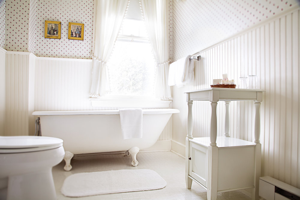Bathroom.rm1.jpg