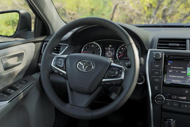 2015-Toyota-Camry-Review-interior-steering-wheel.jpg