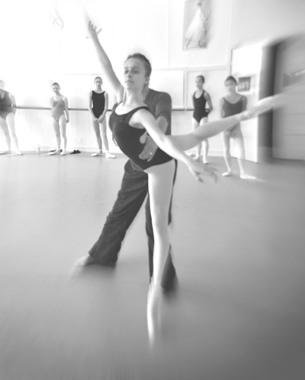 JUNE 2019 SESSIONS - Advanced level daily technique, pointe or batterie, plus partnering and variations. Also offering Intermediate level technique, pointe or batterie