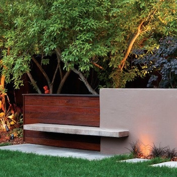 "<a href=""http://www.gardenista.com/posts/hardscaping-101-garden-and-pathway-lighting/"" target=""_blank"">Pathway Lighting</a>"