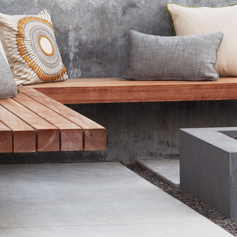 "<a href=""http://www.gardenista.com/posts/10-genius-garden-hacks-with-poured-concrete/"" target=""_blank"">Poured Concrete</a>"