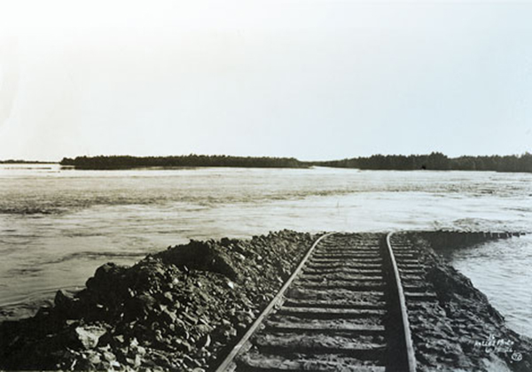 Flooding in the Imperial Valley during the 1905-7 breach of the California Development Company's Colorado River irrigation canal | Courtesy of Bureau of Reclamation  Note : The CDC was later taken over by the Southern Pacific Railroad, which retained ownership over much of the land in the Imperial Valley. Read a report on irrigation history in the valley through the 20th century here.