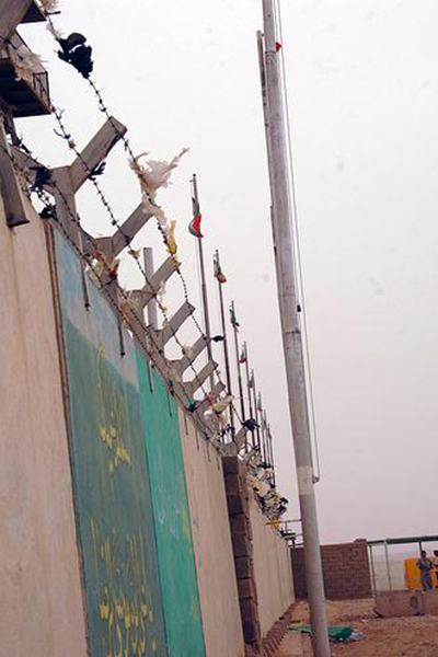 A wall along the Iran-Iraq border in Wasit Province. | Photo courtesy of cheeseitz87, via flickr.com