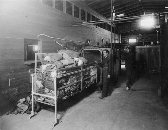 A steam dryer sterilized border crosser's clothing at the Santa Fe Bridge Disinfection Plant, 1917 | USPHS, National Archives