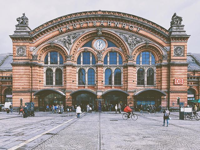 Have I mentioned how much I love European train stations? || Bremen, Germany