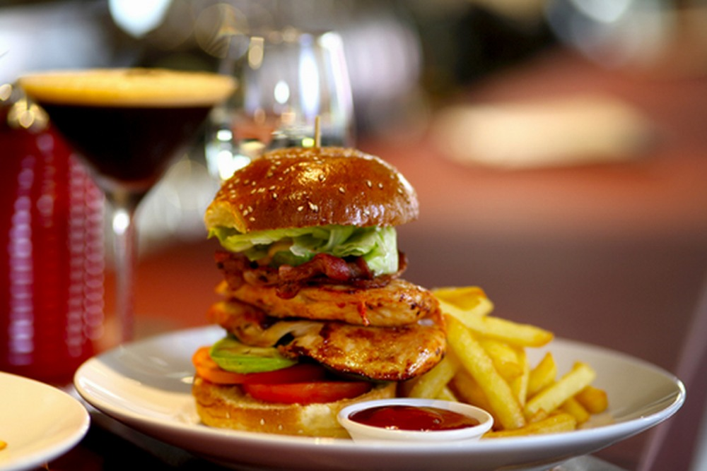the-windsor-on-park-st-sydney-pub-food-cbd-burger.jpg