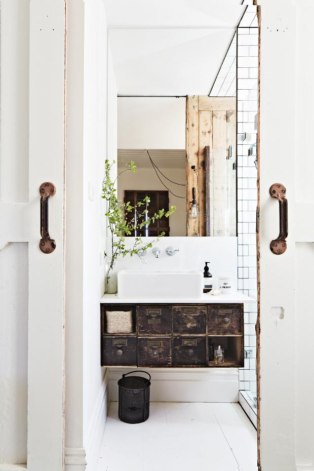 Kali Cavanagh Interior Design - Vintage House Daylesford Inside Out Image March 2014 Image by Armelle Habib
