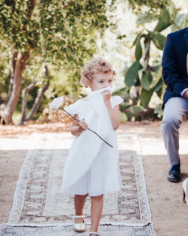 We love when our flower girls cary a single gorgeous bloom. It's a trend you'll see pop up in the weddings we do. #weddingideas #flowergirls #malibuweddingplanner #malibuflorist @ellilaurenweddings