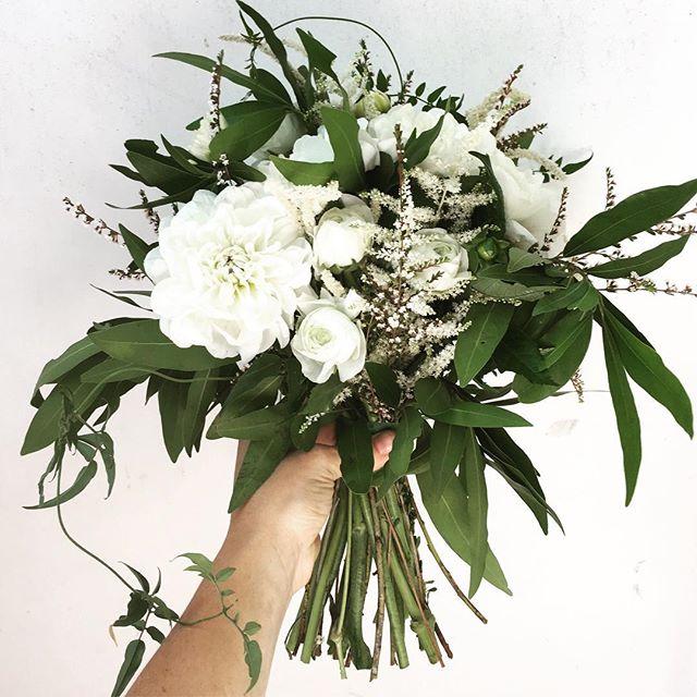 That little bit of vine... #beautifulbouquets #malibuweddingplanner #malibuflorist