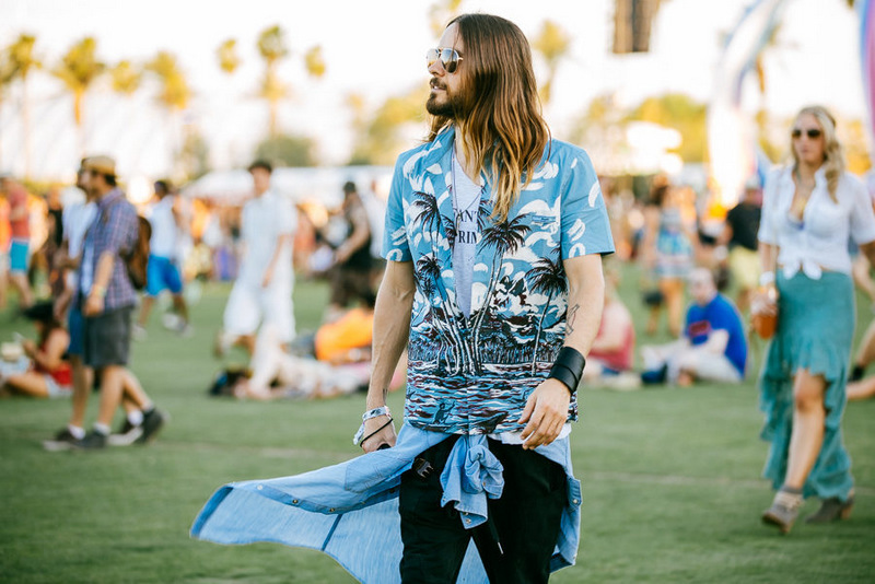 Jared Leto rocking the tropical trend. (Swoon)