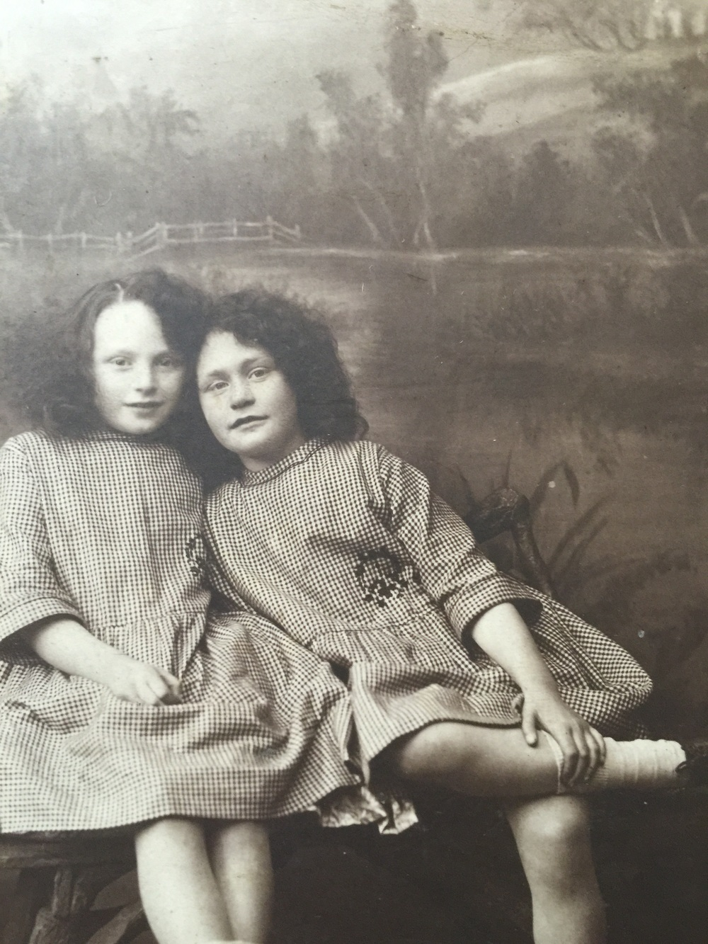 Gwen and Dot 1924