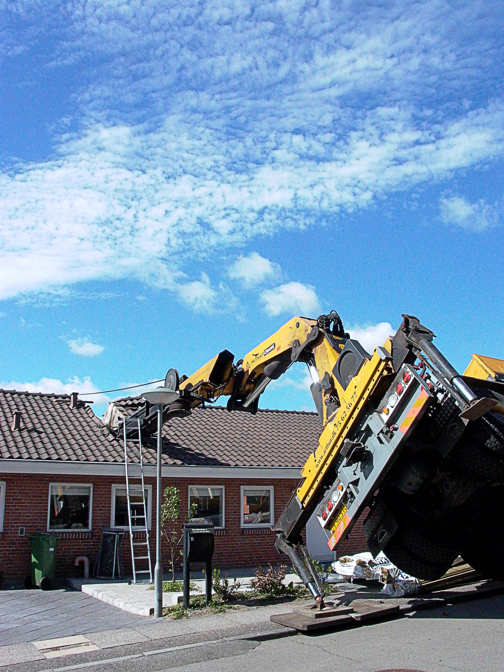 """Yellow Crane"" / Skanderborg, Denmark / 7. july. 2010.."