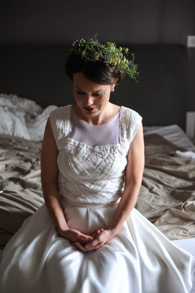 Všechny květiny, věneček i svatební kytice a výzdoba, jsou z dílny Květinového lahůdkářství.