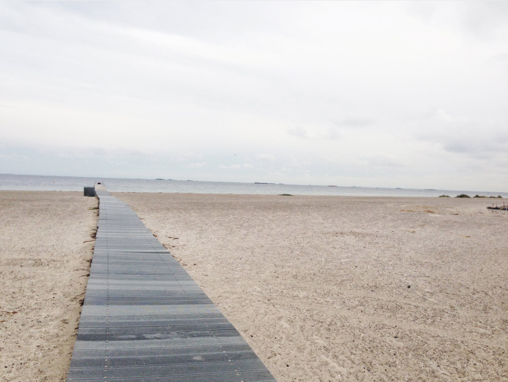 Amager island offers five kilometres of sand, a promenade and an ideal place for games and picnics on sunny days.