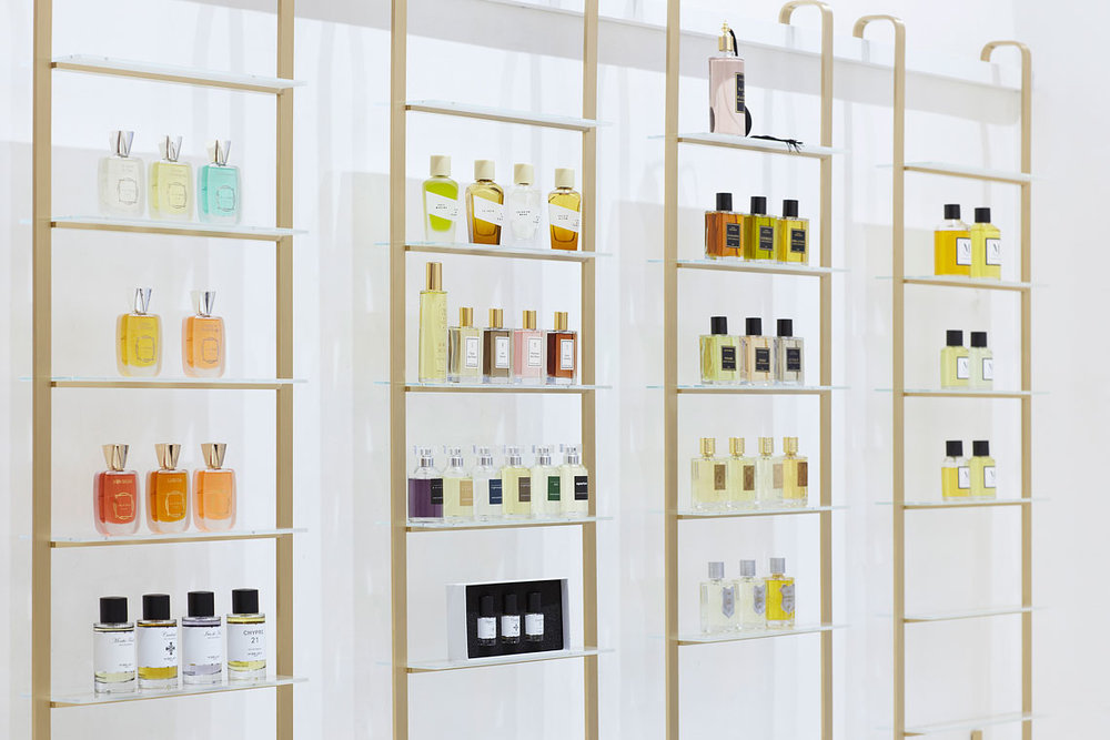 Brno perfumery Vavavoom with a beautiful, clean interior designed by RAW atelier, which was awarded a national award for their reconstruction of the Tugendhat Villa.