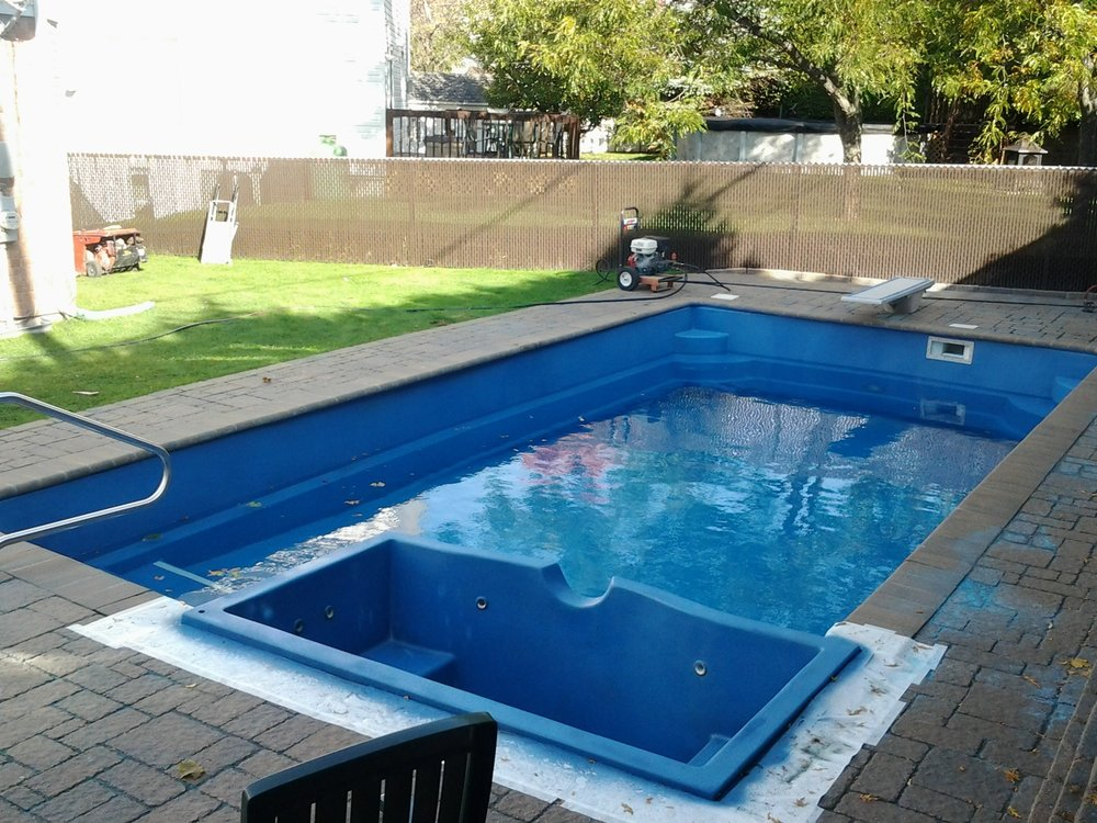 Pacific blue on fiberglass piscine finition canada pool coating ecoFinish4.jpg