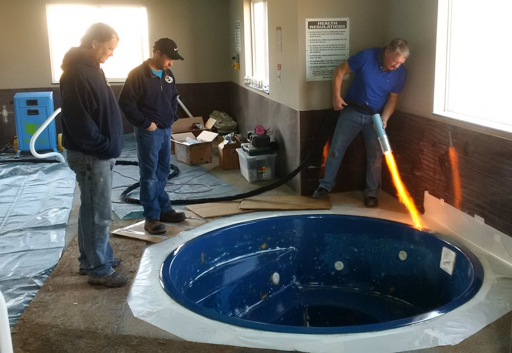 blue horizon hot tub before canada pool coating.jpg