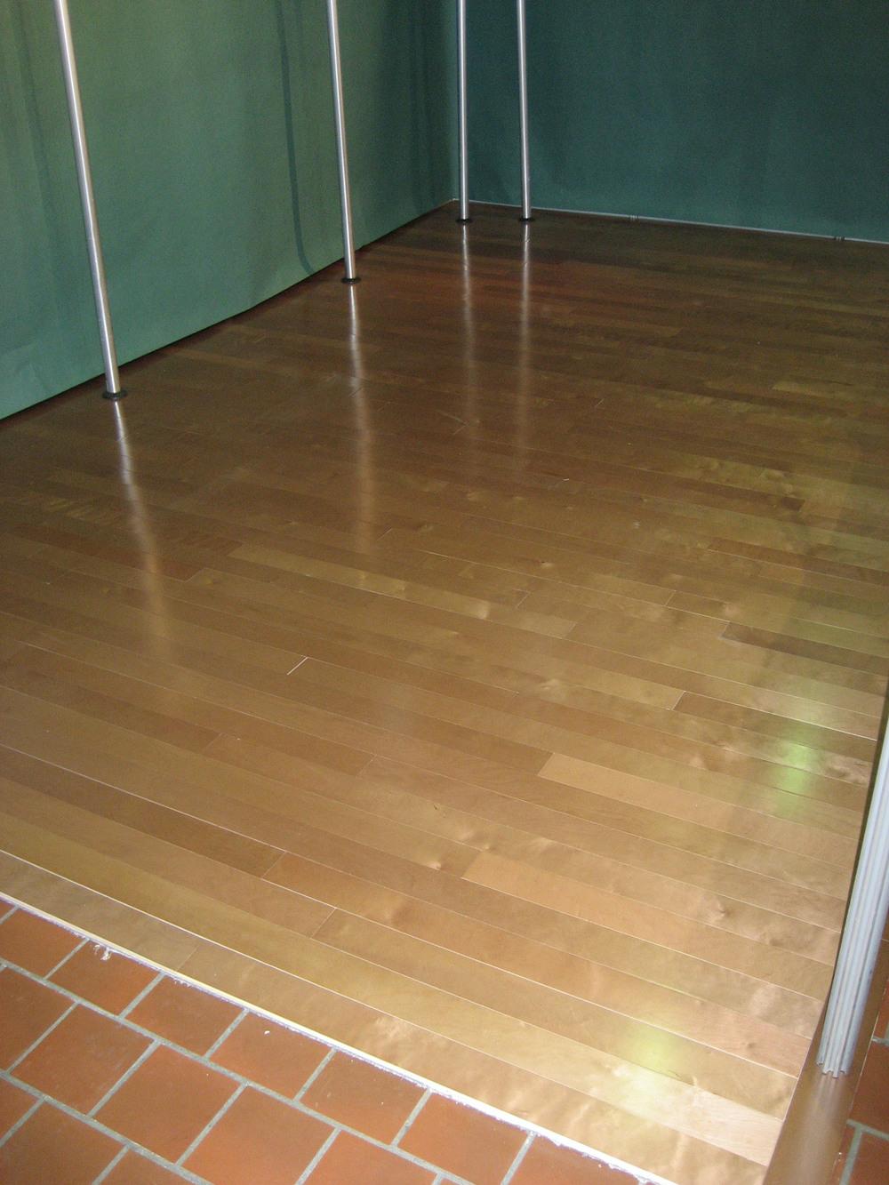 tradeshow-booth-flooring-b1.jpg