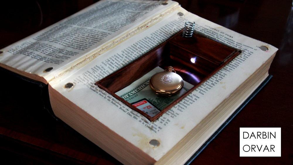 thumb_booksafe01.JPG