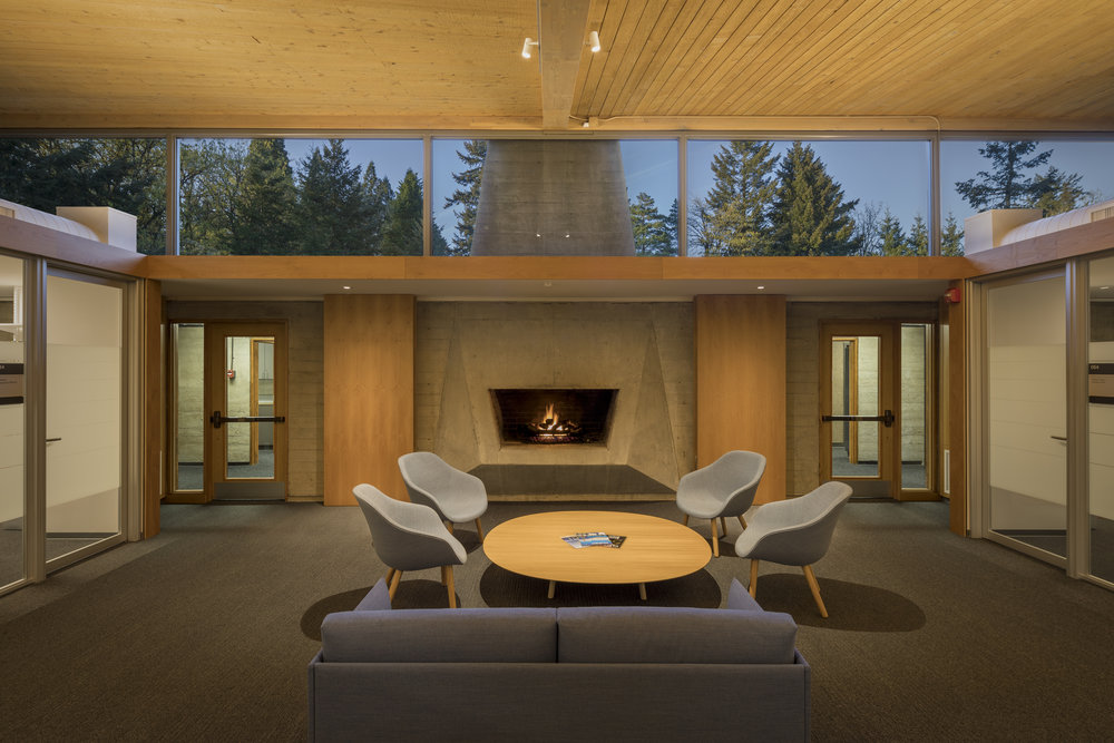 Lewis & Clark Law School fire place . Studio Petretti - SKL